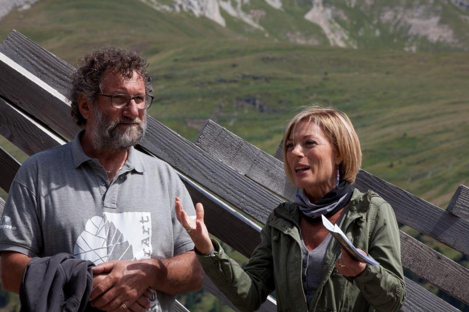 La conduttrice del Tg2 Maria Concetta Mattei intervista l'artista Aldo Pallaro davanti al pubblico del RespirArt Day 2015 a Pampeago